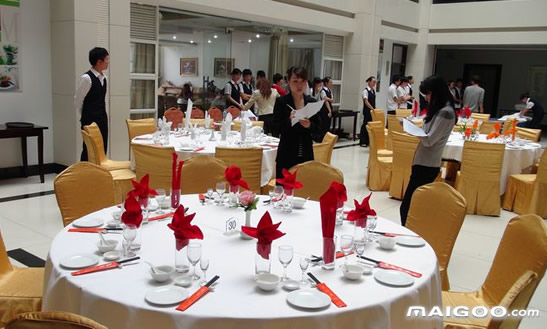 【中餐摆台】酒店中餐摆台标准 中餐摆台标准步骤和流程图片
