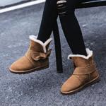 棕色雪地靴