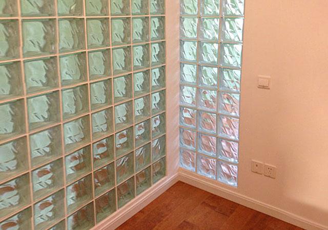 【玻璃砖隔墙】玻璃砖隔墙的优点 玻璃砖分隔墙的施工要点_重庆隔断